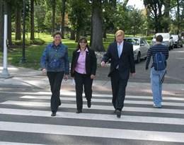 pedestrian的图片释义。 如果您认为该图片不合适,可以上传新图片来帮助我们改进