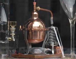 distiller的图片释义。 如果您认为该图片不合适,可以上传新图片来帮助我们改进