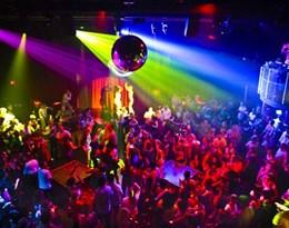 nightclub的图片释义。 如果您认为该图片不合适,可以上传新图片来帮助我们改进