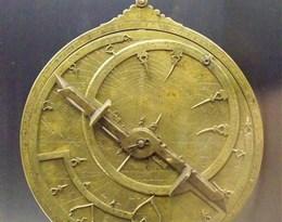 astrolabe的图片释义。 如果您认为该图片不合适,可以上传新图片来帮助我们改进